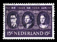 在荷兰打印的邮票显示夏洛特,比荷卢三国大公夫人国王Baudouin、女王朱莉安娜和 免版税库存图片