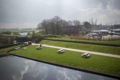 在荷兰村庄怀有和Muiderslot城堡 库存图片