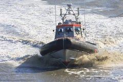 在荷兰语Waddenzee的救护队在Holwerd附近 免版税库存照片