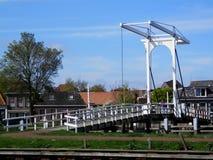 在荷兰运河的大升降吊桥 图库摄影