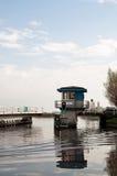 在荷兰运河的被打开的平旋桥 库存图片