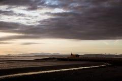 在莫克姆海滩的一个美好的五颜六色的日落视图 图库摄影