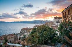 在莫奈姆瓦夏,伯罗奔尼撒,希腊的都市风景 图库摄影