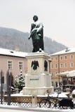 在莫扎特广场的莫扎特雕象 免版税库存图片
