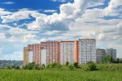 在莫斯科下的新的现代家 库存照片