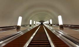 在莫斯科地铁的自动扶梯 库存照片