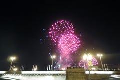 在莫斯科市天庆祝, 870th周年的烟花 免版税库存照片