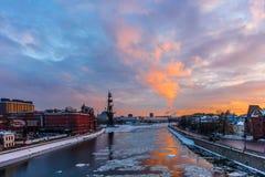 在莫斯科河的冬天日落 库存照片
