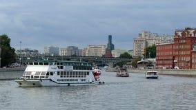 在莫斯科河的几艘船 影视素材