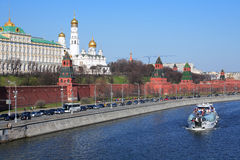 在莫斯科河的游船 免版税库存照片