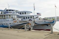在莫斯科河的船 免版税图库摄影