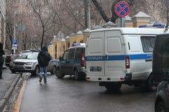 在莫斯科的中心Arbat的汽车找到凶手涅姆佐夫 免版税图库摄影