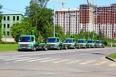 在莫斯科街道上的汽车拖曳  免版税库存图片