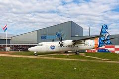 在莱利斯塔德机场附近的荷兰aviaton博物馆Aviodrome有Fokker50飞机的 免版税图库摄影
