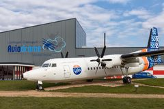 在莱利斯塔德机场附近的荷兰aviaton博物馆Aviodrome有Fokker50飞机的 免版税库存照片