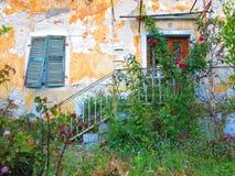 在莱夫卡斯州海岛上的希腊房子 免版税图库摄影