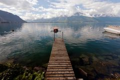 在莱芒湖停泊的小划艇在瑞士 库存图片