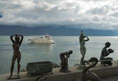 在莱芒湖江边的铜雕塑  库存图片