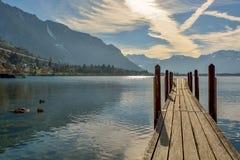 在莱芒湖的小木码头 免版税图库摄影