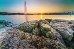 在莱芒湖的日落Sunstar在日内瓦,瑞士 库存图片