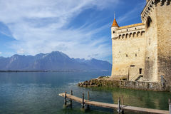 在莱芒湖防御Chillon Chateau de Chillon在蒙特勒,瑞士 免版税库存照片