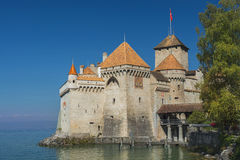 在莱芒湖防御Chillon Chateau de Chillon在蒙特勒,瑞士 免版税图库摄影