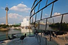 在莱茵河港口在Düsseldorf,德国 免版税库存图片