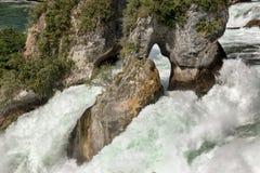 在莱茵河瀑布的岩石 库存照片