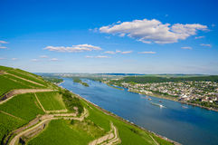 在莱茵河畔宾根,莱茵兰-普法尔茨州,德国附近的莱茵河 免版税库存图片