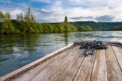 在莱茵河的木小船船首 免版税库存图片