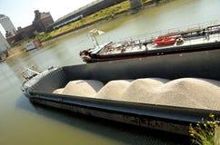 在莱茵河的运费船 免版税库存图片