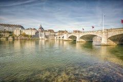 在莱茵河,巴塞尔,瑞士的Mittlere桥梁 免版税库存照片