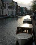 在莱顿运河的经典小船  免版税库存照片