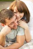 在获得的爱的新夫妇乐趣 库存照片