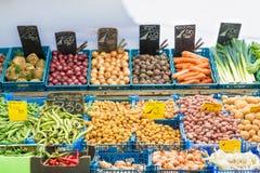 在菜市场上的新鲜蔬菜在阿姆斯特丹, Netherland 免版税库存照片