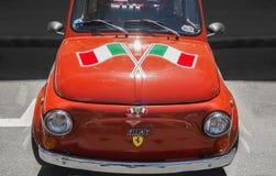 在菲亚特汽车的意大利旗子在周末事件 库存照片