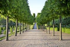 在菲特列堡城堡附近的美丽的庭院 免版税库存照片