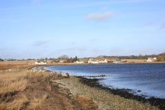 在菲英岛海岛,丹麦上的田园诗海边 免版税库存照片