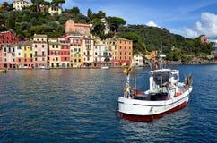 在菲诺港港口,利古里亚,意大利的看法 免版税库存照片