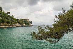 在菲诺港,意大利的多暴风雨的天气 免版税库存图片