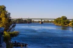 在萨克拉门托河的桥梁 免版税图库摄影