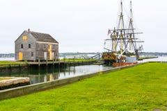 在萨利姆港口命名的三被上船桅的友谊停住历史的船 免版税图库摄影