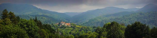 在萨塞洛村庄的全景 图库摄影