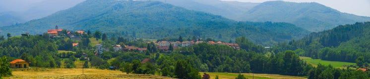 在萨塞洛村庄的全景 免版税图库摄影