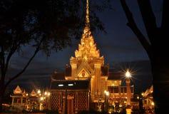 在萨娜姆Luang在晚上,泰国的皇家火葬用的柴堆 免版税图库摄影