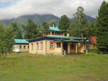 在萨彦岭的佛教寺庙在Arshan附近村庄  库存图片