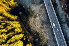 在萨拉热窝和图兹拉之间的山路 免版税图库摄影