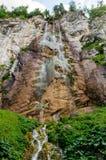 在萨拉热窝附近的瀑布Skakavac 免版税库存图片