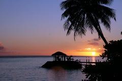 在萨摩亚海滩的美好的日落 免版税库存照片