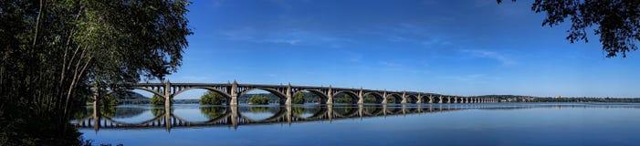 在萨斯奎哈那河的退伍军人纪念桥梁 免版税库存照片
